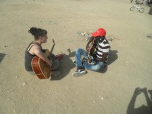 לומדים לנגן בגיטרה